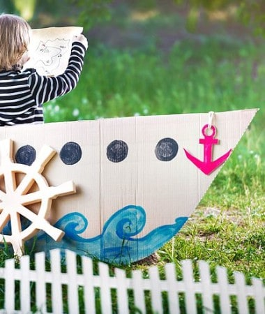 Try these easy ideas for encouraging imaginative play with your kids! Give them some freedom to explore and watch the magic happen!