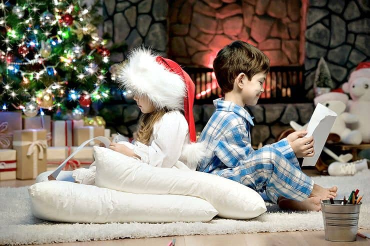 Stress Free Holidays with the kids are possible! Follow these easy tips to make your holiday season more about family and less about chaos!