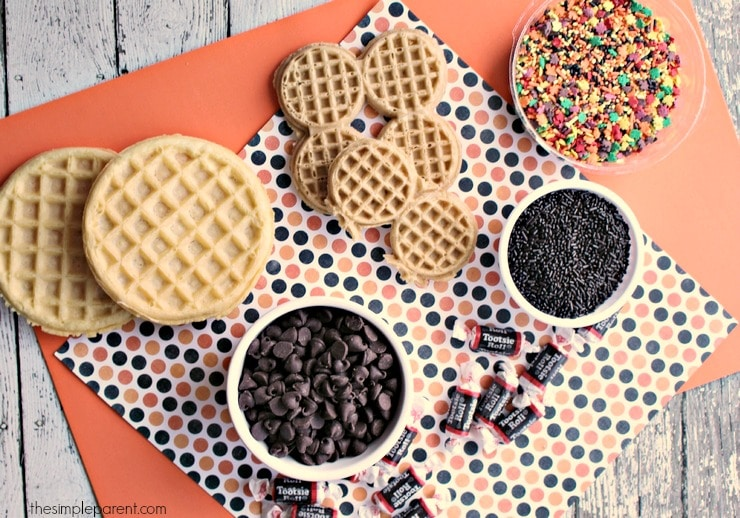 The weather is changing which means it's time for fun fall breakfast ideas for the kids! Turn waffles into these adorable acorns with just a few ingredients!