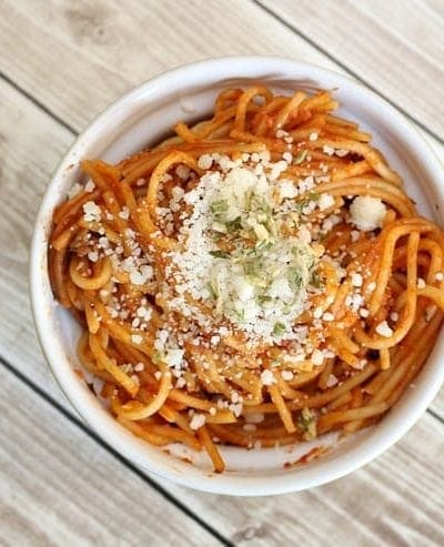 Slow cooker spaghetti and meat sauce is an easy family dinner idea. It's also a great slow cooker recipe for entertaining!