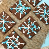 Easy Snowflake Graham Cracker Snacks