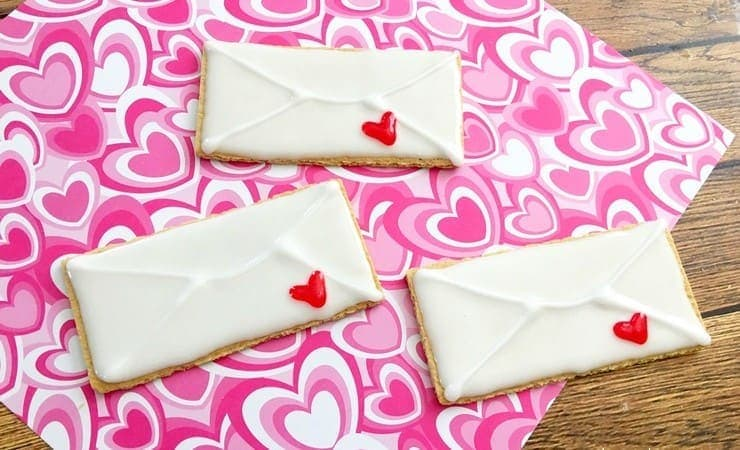 Make this Adorable Graham Cracker Valentine Snack