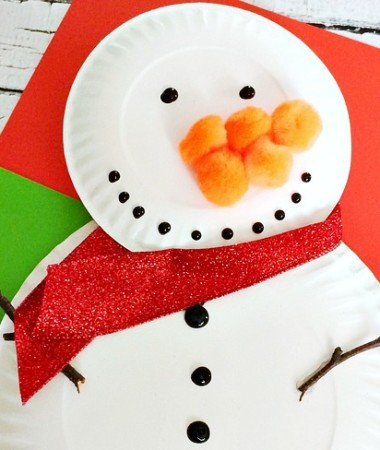 Do You Want to Build a Snowman! Do it together with your kids and make your own snowman paper plate craft! It's so easy and fun!