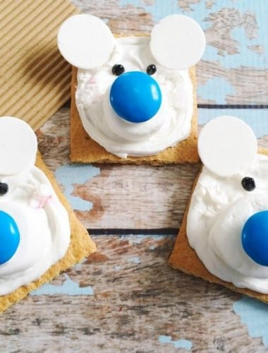 If your kids love cold weather animals, have fun making these Polar Bear Graham Cracker squares together!