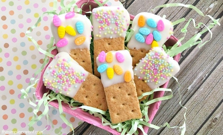 The finished Easter graham cracker dippers!