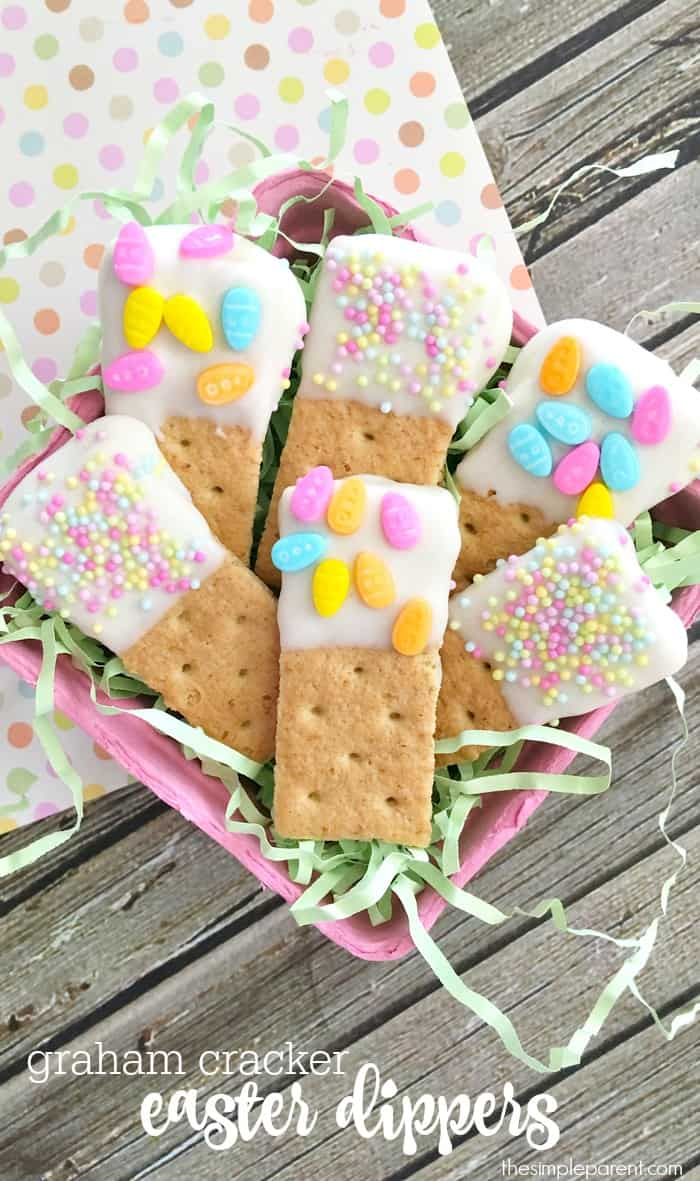 Make Graham Cracker Dippers with the kids for a fun and easy sweet Easter treat!