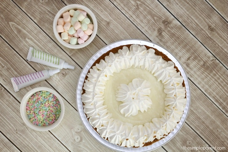 Celebrate Spring with fun and easy pie decorating ideas!
