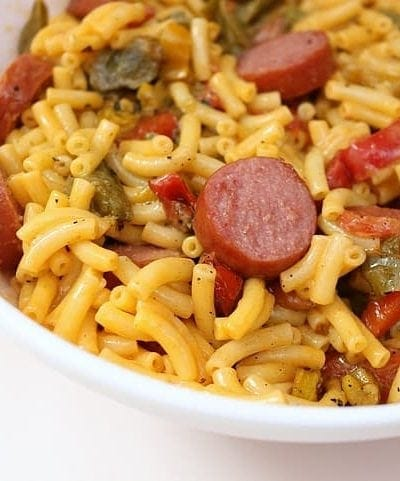 Make your family's dinner easy and delicious with this Peppers and Sausage Macaroni and Cheese recipe!