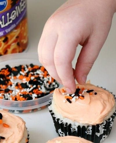 Learn how to make these easy Halloween soda cupcakes with your kids!