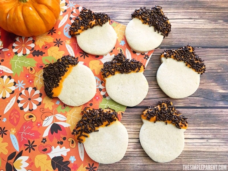 Celebrate all things fall and autumn with tasty (and cute) acorn sugar cookies!