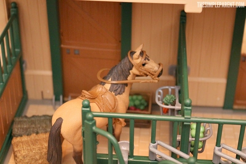 Schleich Farm World Stable With Horses For Christmas The