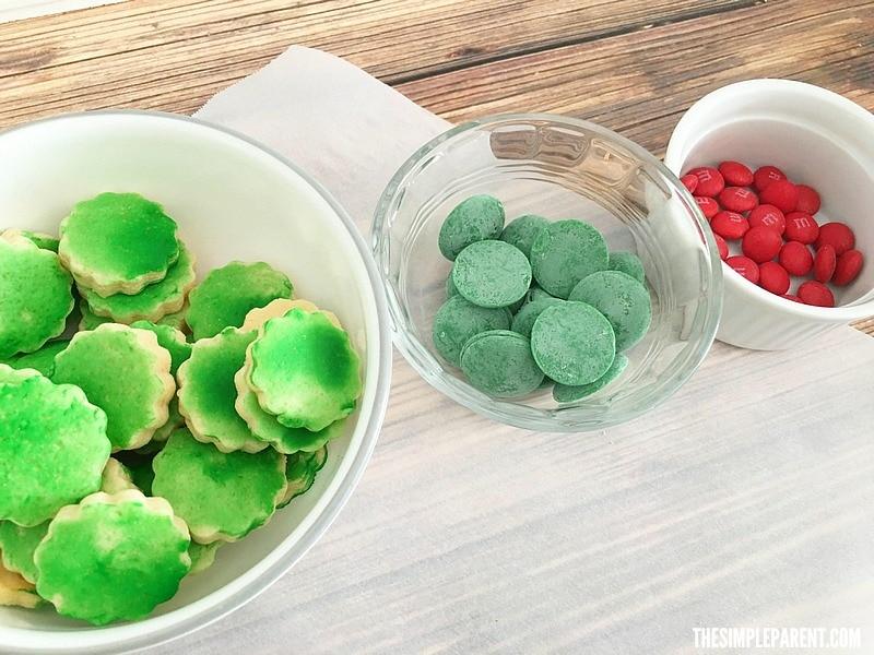 Need fun Christmas Cookie ideas? Make Sugar Cookie Wreaths!