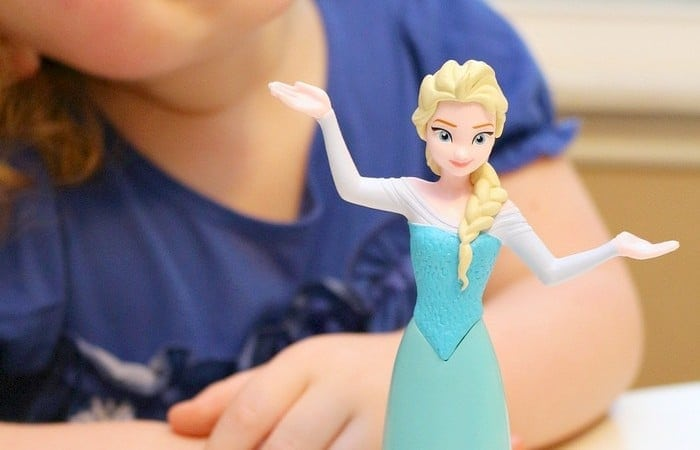 Play-Doh Frozen Ice Palace Toy Brings Elsa to Life!