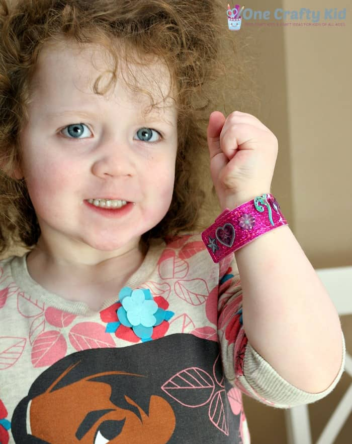Get crafty with your kids with this fun bracelet making kit for kids!