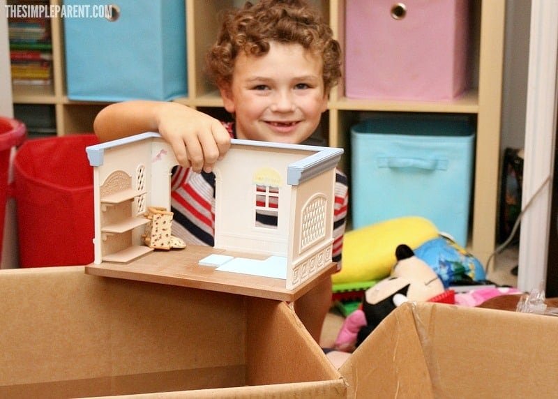 Set up an easy kids recycle project to teach your kids to care for the world around them!