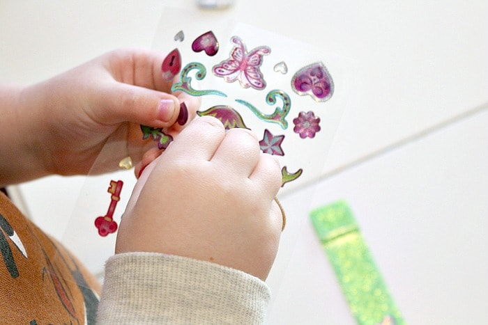 Even younger kids can have fun with this make your own bracelet kit because it has puffy stickers!