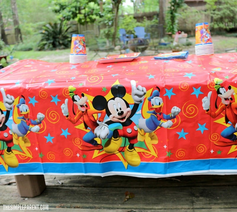 Plan an easy Mickey Mouse Clubhouse birthday theme or playdate party!