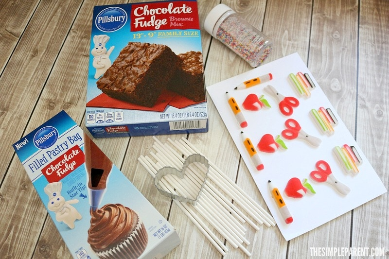 Learn how to make brownie pops with this easy recipe!
