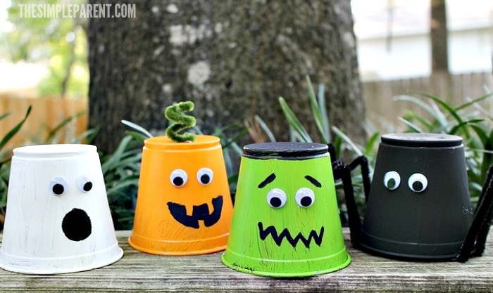 Make Halloween crafts for kids this year! These cute cups are fun for the whole family!