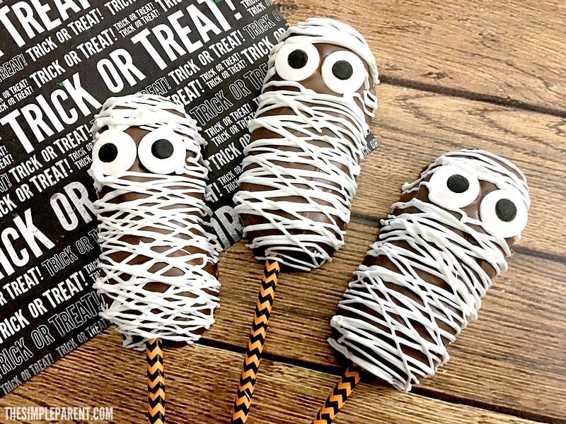 Make Halloween Mummy Cakes with your kids!