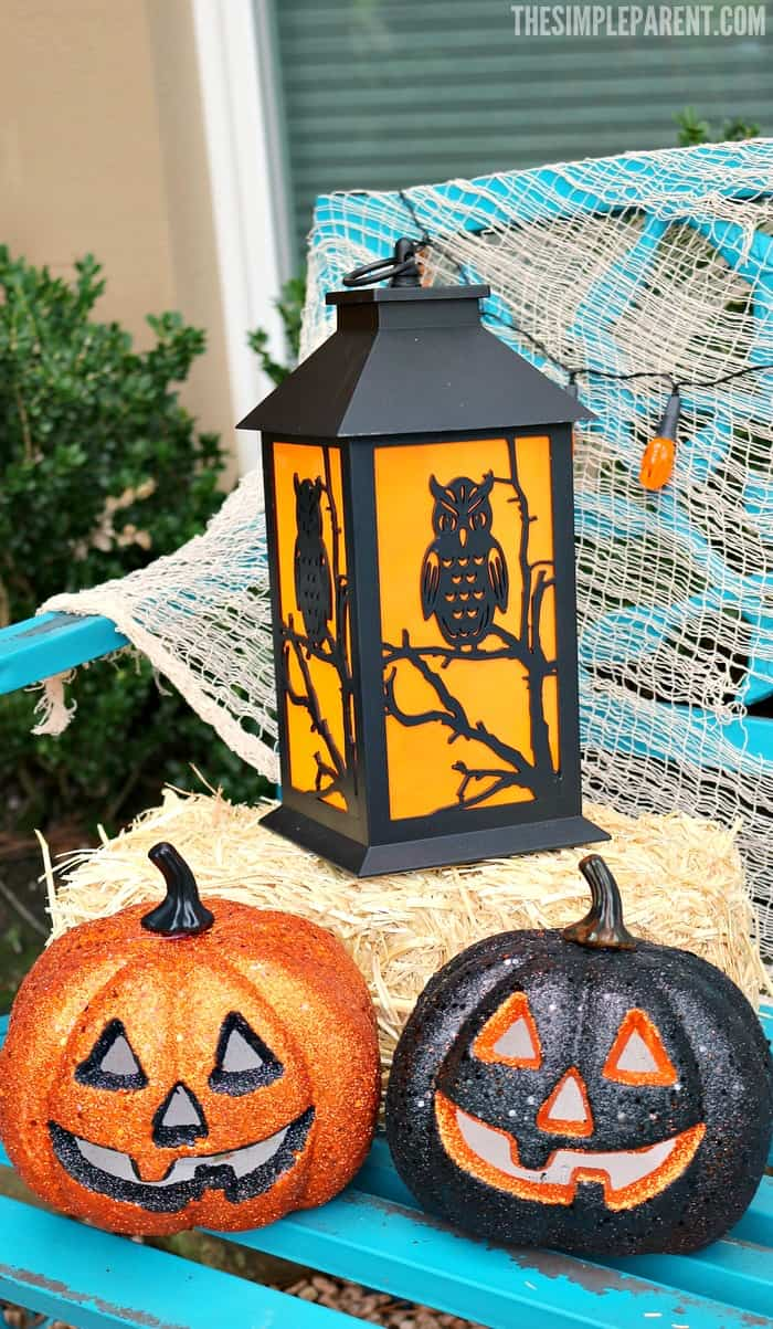 Outdoor halloween decorating tips to make your home for Home and garden halloween decorations