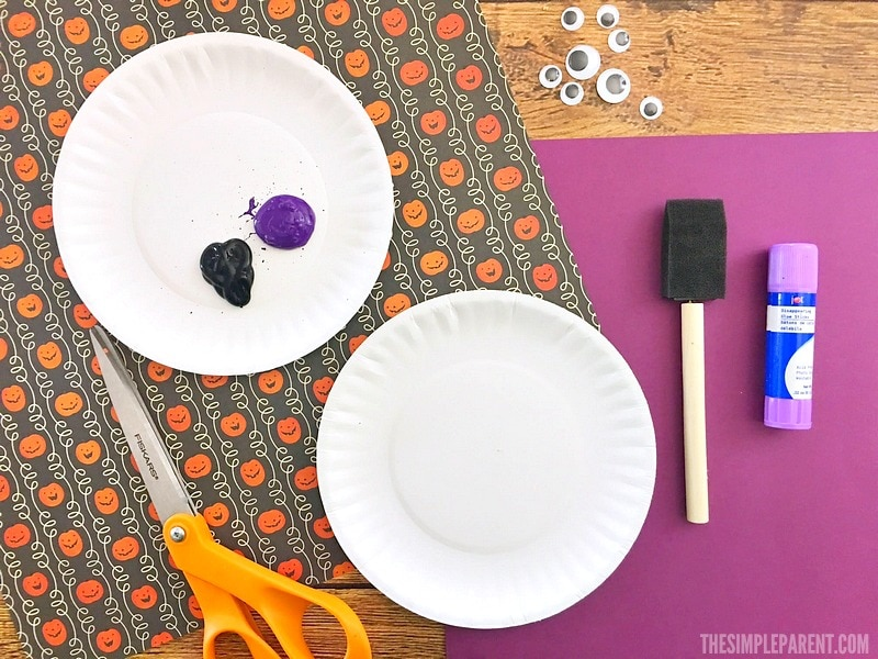 Paper plate spider crafts are perfect for Halloween, learning about spiders, and learning about the letter S!