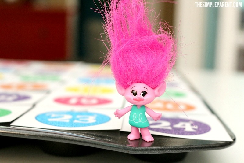 Make your own Trolls Holiday themed countdown with this advent calendar printable!