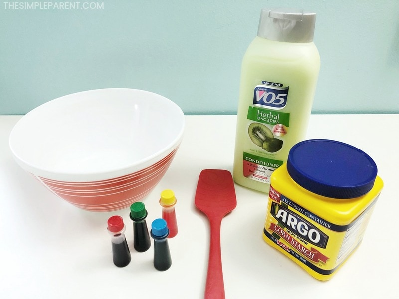 Make cornstarch playdough with your kids! You only need a few ingredients!