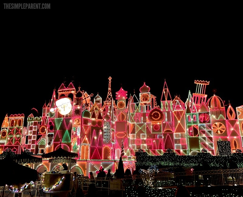 Check out all the Disneyland holidays decor and more! Rides you must ride and all the gorgeous decorations!