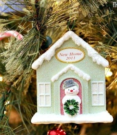Moving during the holidays? These new home tips can help you and your family make your new house feel like a home this holiday season.