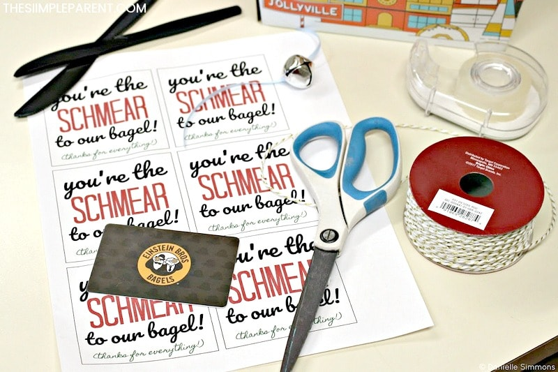 Check out these creative ways to give gifts cards and unique gift card holders! Download your own FREE printable! Check out the supplies you need for this great group gift!