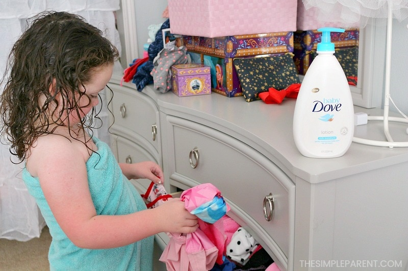 Bath Routine Tips for Toddler & Baby - These simple ideas will help make bathtime quality time for adults and their kids. Make the bath tub fun for kids with a relaxation routine to help them get ready for bed!