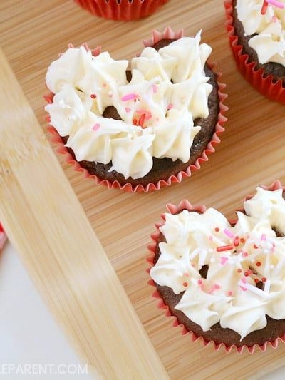 Make Heart Shaped Cupcakes with This Easy Trick!