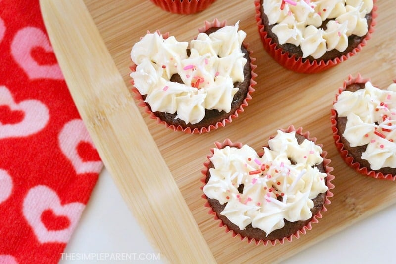 Make Heart Shaped Cupcakes With This Easy Trick O The Simple Parent