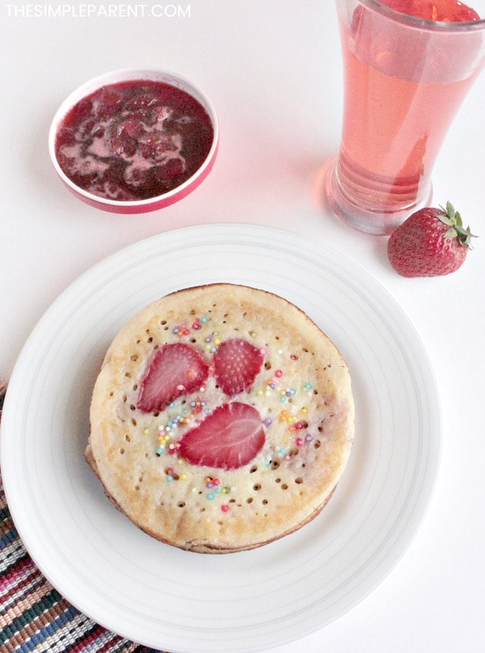 Try these delicious (and easy to make) strawberry pancakes! Kids love them!