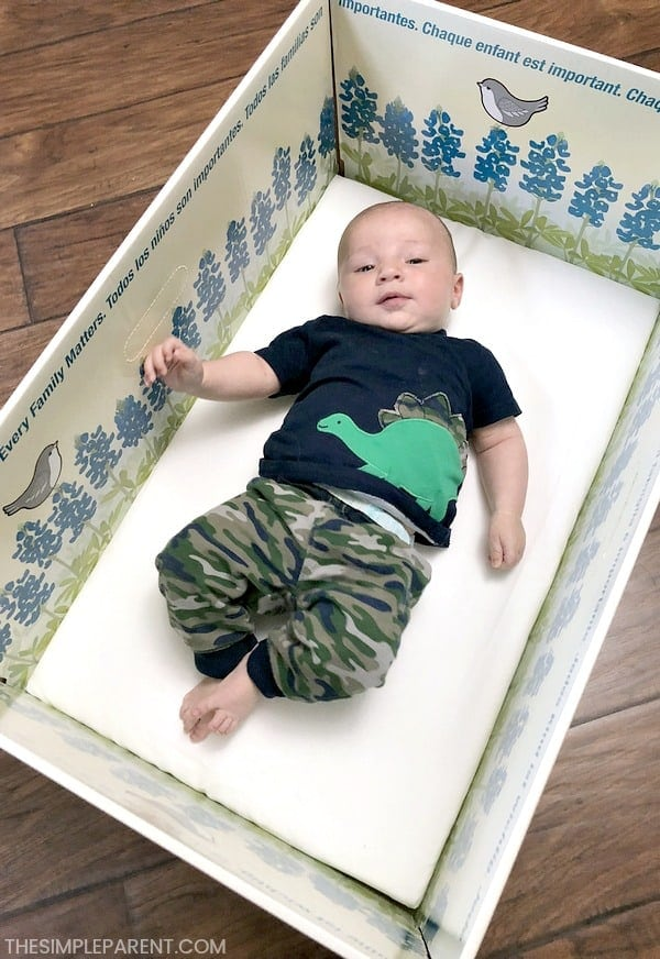 Learn how to get a FREE baby box bed from Baby Box University. The box comes with free samples for both baby and parents! It's perfect for new parents whether it's your first baby or you're adding a sibling to the family!