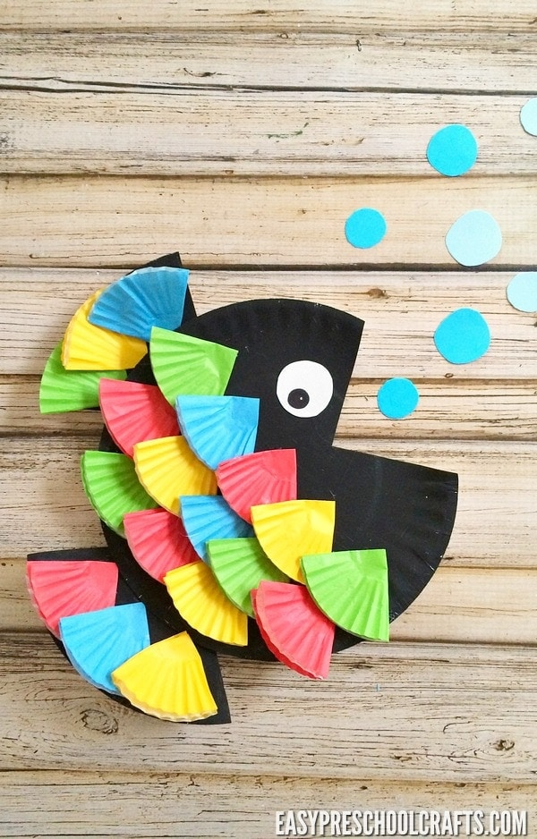Rainbow Fish Craft - Pair this preschool art activity with the book and other ocean activities. This paper plate craft for kids is a fun way to bring the story to life!