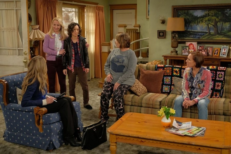 The women of the Roseanne cast on set.