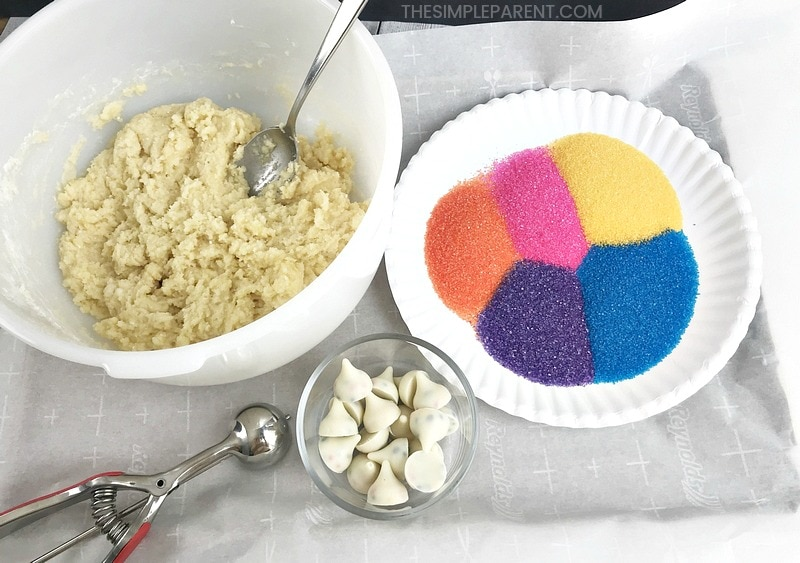 The ingredients you need to make unicorn cookies.