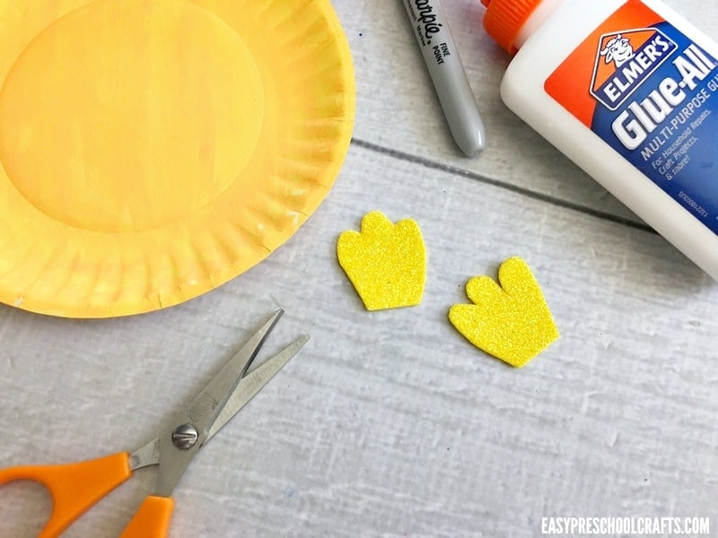 How to make a paper plate fish: cute craft foam fins.