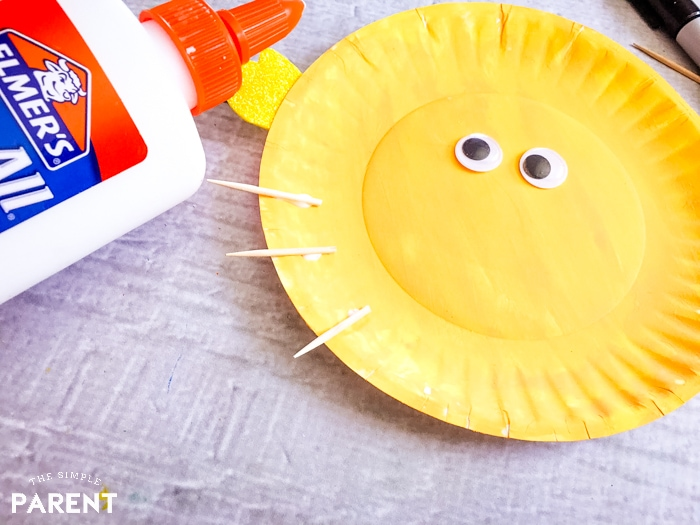 How to make a paper plate fish: add toothpicks to turn it into a puffer fish!