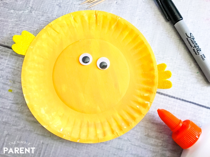 How to make a paper plate fish: add the cute googly eyes to give it personality!