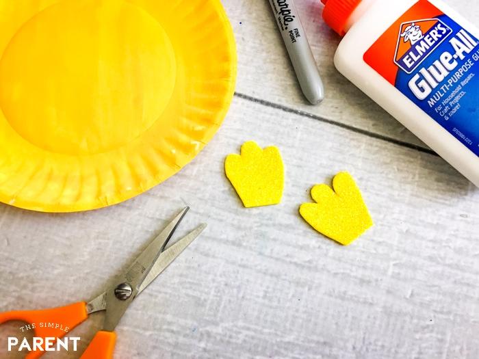 How to make a paper plate fish: cute craft foam fins.