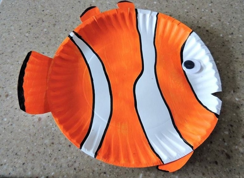 Any collection of under the sea crafts for preschool should include a paper plate fish like this clown fish!