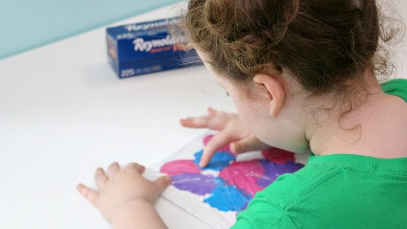 Mess Free Painting for Toddlers = Gorgeous Art!