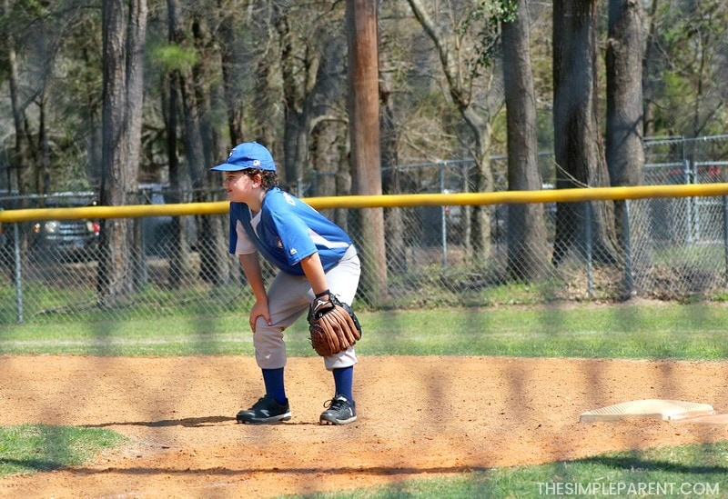 Boy playing baseball in spring with help from Claritin Children's Chewables for allergies.