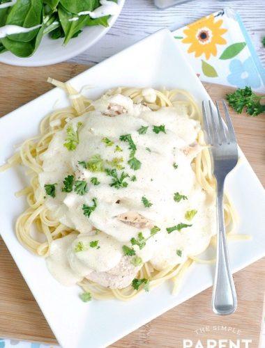 Plate of Olive Garden Chicken Alfredo
