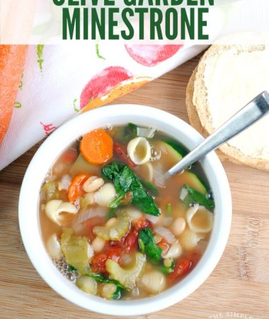 Olive Garden Minestrone Soup Recipe - Make dinner easy with this copycat Olive Garden Recipe! Minestrone is an easy soup that pairs well with pasta but also goes great with bread as a meal all on it's own! You can make it in the Crockpot or even adjust it to be a Vegan recipe. That's how versatile and healthy it is!