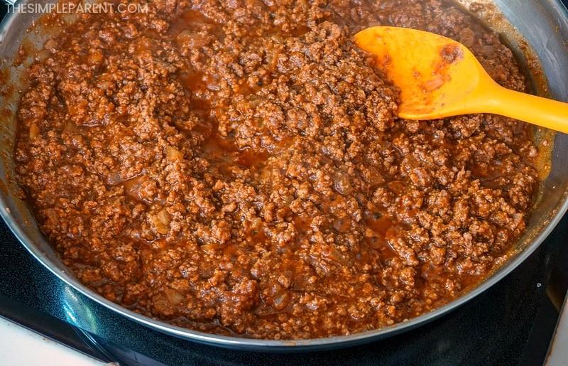 Cooking hot dog chili sauce