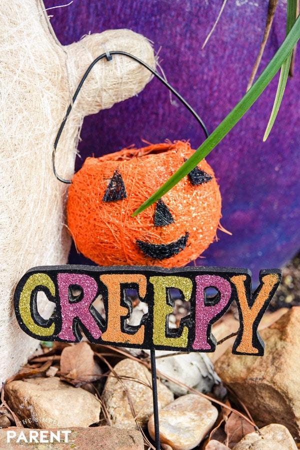 Creepy Halloween sign in front yard